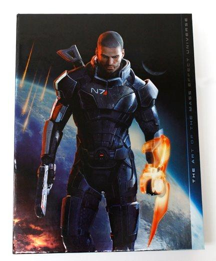 Фото артбука «Искусство вселенной Mass Effect»